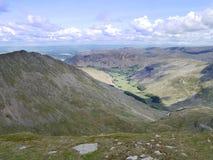Mirada abajo de la cumbre Nethermost de Pike al valle de Grisedale Foto de archivo libre de regalías