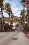 Mirada abajo de la tercera calle del camino extremadamente escarpado Foto de archivo