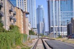 Mirada abajo de las pistas de ferrocarril Foto de archivo