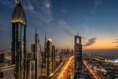 Mirada abajo de Sheil Zayed Road en Dubai Foto de archivo