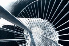Mirada abajo de una escalera espiral del metal Imágenes de archivo libres de regalías