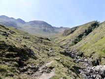 Mirada abajo del valle de Oxendale con la papada del infierno a la derecha Fotos de archivo libres de regalías