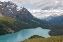 Mirada abajo en el lago Peyto en Alberta (Canadá) Fotos de archivo