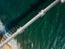 Mirada abajo en un embarcadero de California meridional Fotos de archivo