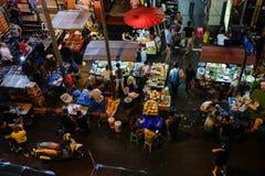 Mirada abajo en un mercado callejero de Bangkok Imagen de archivo libre de regalías