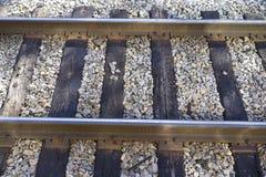 Mirada abajo encendido a las pistas del ferrocarril Imagen de archivo