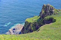 Mirada abajo hacia el mar de Keltic imagen de archivo