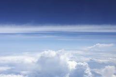 Mirada abajo a las nubes de los aviones Fotografía de archivo libre de regalías
