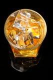 Mirada abajo sobre el vidrio del whisky Imagen de archivo libre de regalías