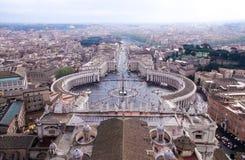 Mirada abajo sobre la plaza San Pedro en la Ciudad del Vaticano Imagen de archivo