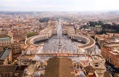 Mirada abajo sobre la plaza San Pedro en la Ciudad del Vaticano Fotografía de archivo libre de regalías