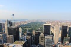 Mirada abajo sobre New York City del centro de Rockefellar Fotografía de archivo libre de regalías
