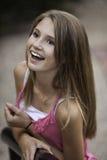 Mirada adolescente feliz para arriba Foto de archivo libre de regalías