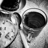 Mirada artística del desayuno en blanco y negro Imágenes de archivo libres de regalías