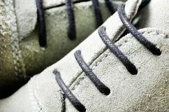 Mirada ascendente del cierre del cordón de zapato Imagenes de archivo
