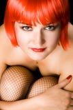 Mirada atractiva de la mujer joven en la cámara Fotos de archivo libres de regalías