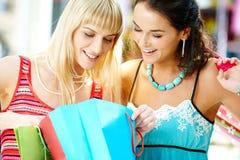 Mirada con compras Foto de archivo libre de regalías