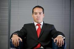 Mirada concentrada seria del hombre de negocios Imagen de archivo libre de regalías