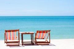 Mirada de la silla de playa alrededor de la opinión del mar Fotos de archivo