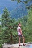 Mirada del bosque de las montañas Imagen de archivo libre de regalías