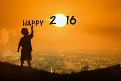 Mirada del niño pequeño en el Año Nuevo 2016 de la puesta del sol Fotos de archivo libres de regalías
