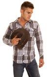 Mirada disponible del sombrero occidental de la camisa de tela escocesa del hombre abajo Fotos de archivo