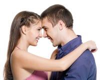 Mirada feliz del abrazo de los pares cara a cara Imágenes de archivo libres de regalías