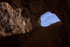 Mirada fuera de la cueva Imágenes de archivo libres de regalías