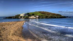 Mirada hacia el Bigbury-en-mar de la isla del municipio escocés imagen de archivo libre de regalías
