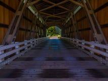 Mirada hacia fuera del puente de la cala de Mosby Foto de archivo libre de regalías