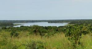 Mirada hacia fuera sobre el río Nilo en Uganda imagen de archivo libre de regalías
