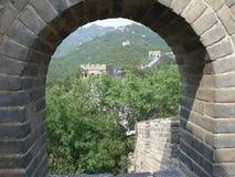 Mirada hacia fuera sobre la pared Imagen de archivo