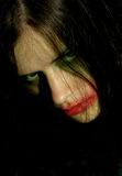 Mirada hostil de una mujer joven con problemas psíquicos Fotos de archivo libres de regalías