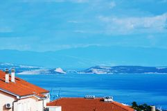 Mirada a la isla de Krk de mi balcón Fotos de archivo