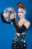 Mirada loca de la mujer de la bola de discoteca fotografía de archivo libre de regalías
