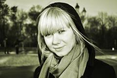 Mirada misteriosa de la muchacha Foto de archivo libre de regalías