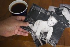 Mirada nostálgica en el pasado fotografía de archivo