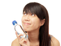 Mirada para arriba con agua de botella Imagen de archivo