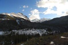 Mirada para arriba de la montaña foto de archivo