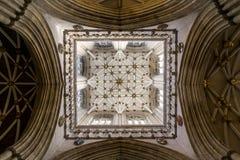 Mirada para arriba en la iglesia de monasterio de York fotografía de archivo