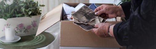 Mirada para las buenas memorias Imágenes de archivo libres de regalías