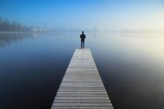 Mirada sobre un lago foto de archivo