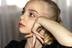 Miradas de la muchacha Imagen de archivo libre de regalías