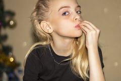 Miradas de la muchacha Foto de archivo