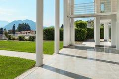 Mirador ancho de una casa moderna Fotografía de archivo
