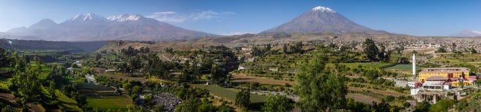 从Mirador de Yanahuara,阿雷基帕,秘鲁的全景 免版税库存照片