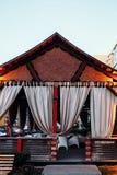 Miradouro do estilo japonês com as cortinas leves na rua fotografia de stock royalty free