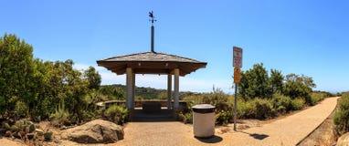 Miradouro sobre Bobcat Hiking Trail na praia de Newport fotografia de stock royalty free