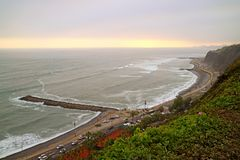 Miraflores-Strand bei ruhigem Sonnenuntergang auf der Pazifikküste, Lima, Peru am 18. Mai 2018 lizenzfreies stockbild
