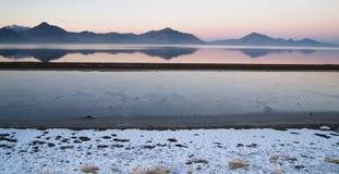 Miragem da neve de Graham Peak Sunset Mountain Range dos planos de sal de Bonneville Fotografia de Stock
